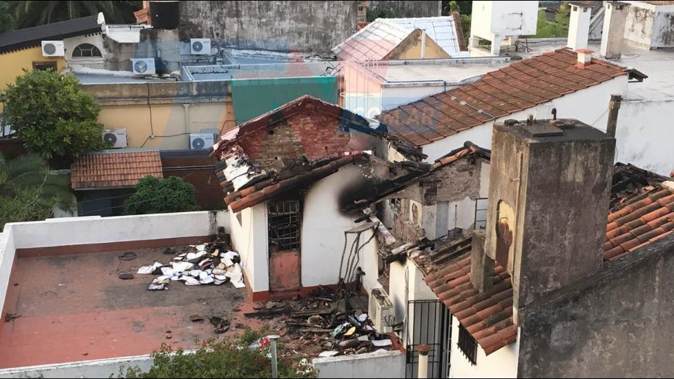 """""""el fuego alcanzó casi todo el tribunal, las destrucciones fueron casi totales"""", Según Ritondo: """"se encontraron 2 bidones de nafta y un encendedor""""."""